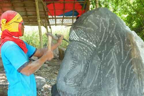 Buddha_Figuren_Bali_hier-entsteht-ein-Ganesha