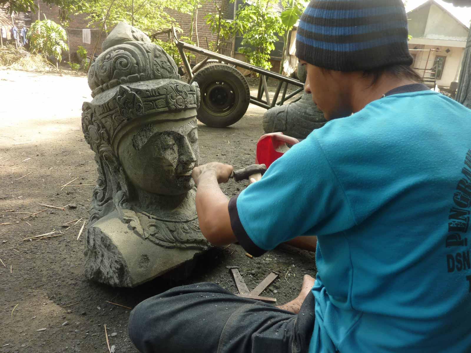 Wir sind Spzialisten für große Buddha Figuren und Unikate