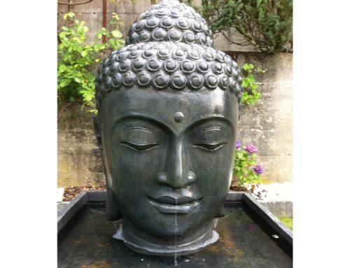 Buddha Brunnen Frau Dusch