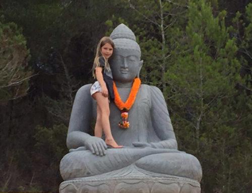 der 2,7 Tonnen schwere Heilige kommt auf Ibiza an…