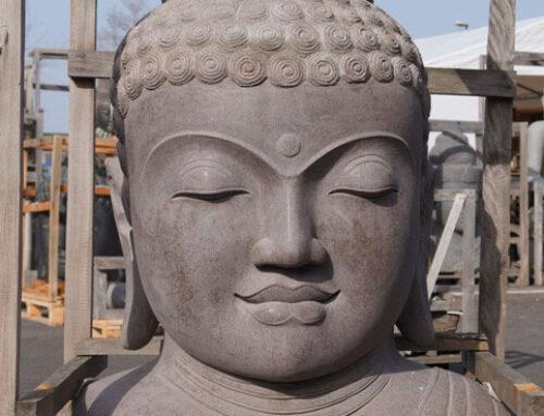 sanfter Riese- Buddha Büste aus Riverstone